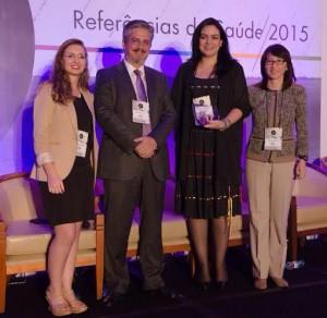 Dra. Patricia Cristina Ferreira (segunda da esq para dir), que recebeu prêmio especial.