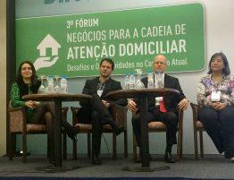 À esquerda a dra. Patricia Cristina, médica geriatra do GRUPO GERIATRICS. A direita a médica Marcia Ota.